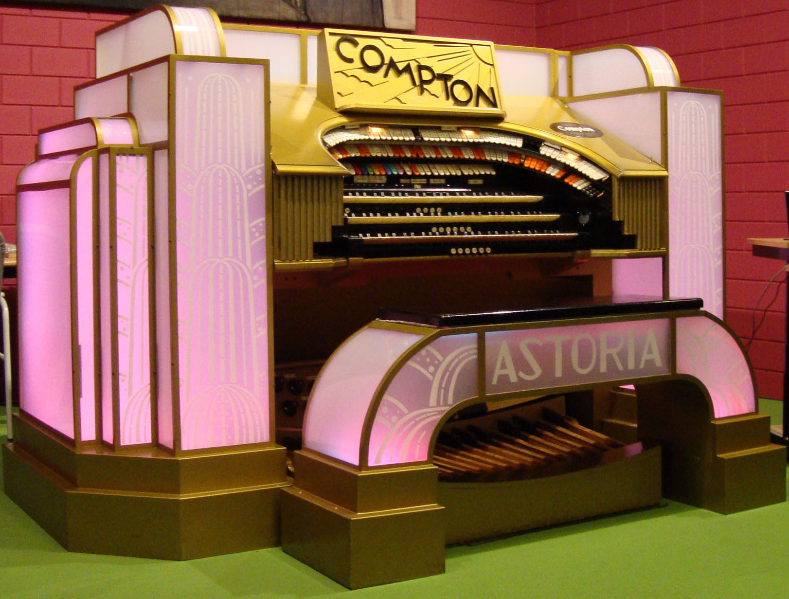9-rank Compton cinema organ